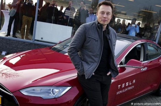 Tesla Cetak Laba Tertinggi, Harga Saham Melambung